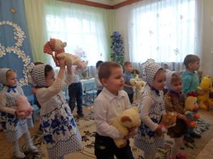 Танец с игрушками для мам и бабушек
